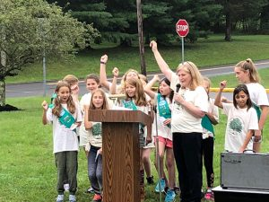 Janet Link and Girl Scouts from Tinicum Elementary